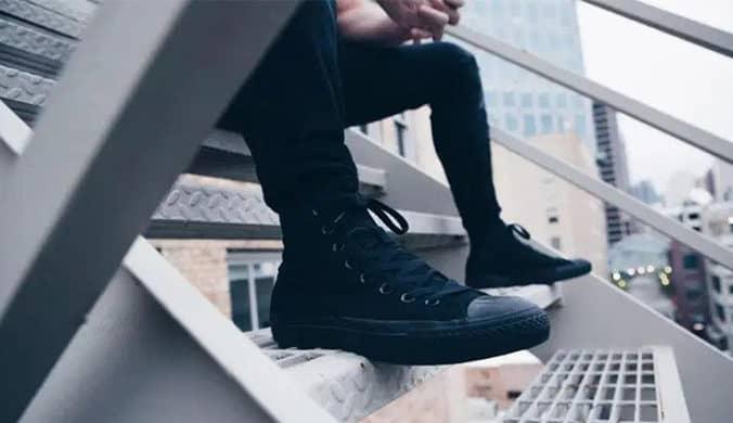 أفضل 5 أحذية سنيكرز للرجال من سفنتي فايف مع كود خصم نمشي 15